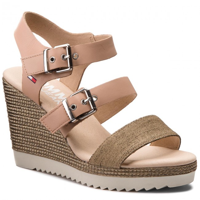 Sandalen TOMMY JEANS                                                    Denim Strappy Wedge Sandal EN0EN00195  Nude 003