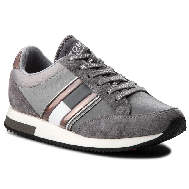Sneakers TOMMY JEANS                                                      Casual Retro Sneaker EN0EN00317 Steel Gray/Light Grau 904 a9ac01