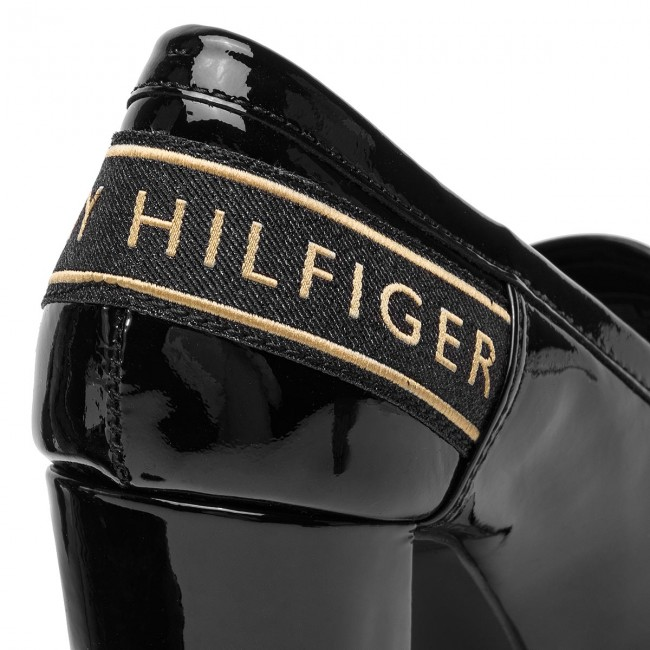 Shoes TOMMY HILFIGER Iconic Patent Loafer FW0FW04003 Black
