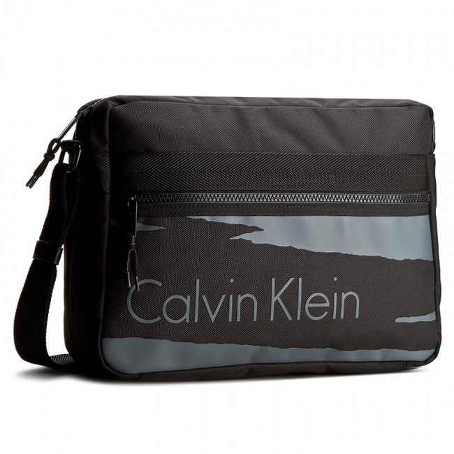 tasche calvin klein black label cooper messenger. Black Bedroom Furniture Sets. Home Design Ideas