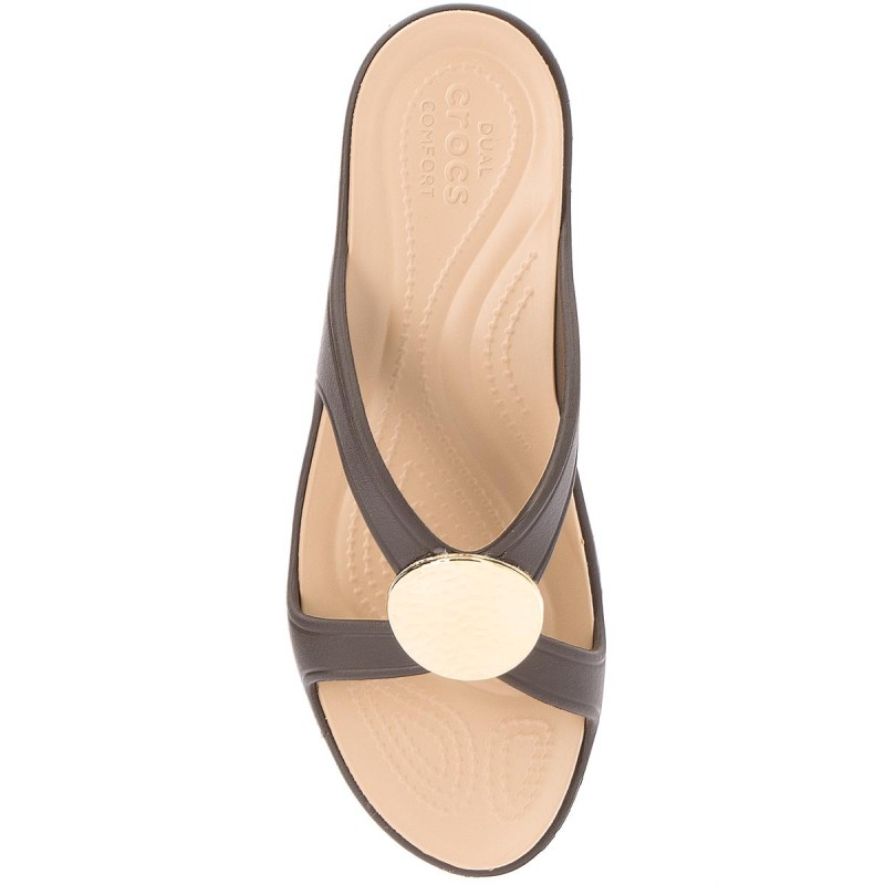 Pantoletten CROCS - Sanrah Hammered Circle Wedge W 205047 Espresso/Gold UbggSeol